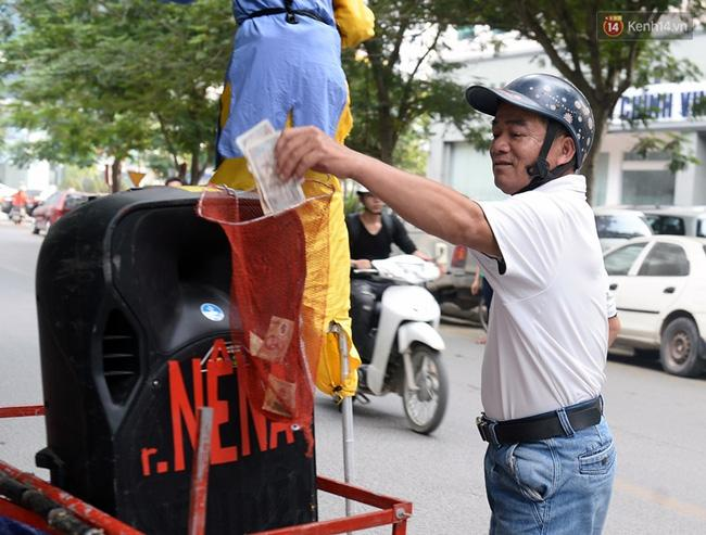 Clip: Tôn Ngộ Không đi cà kheo, múa gậy, tỉa hoa quả giữa đường phố Hà Nội - Ảnh 12.