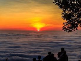 Hành trang đảm bảo an toàn khi leo núi Bà Đen đón bình minh