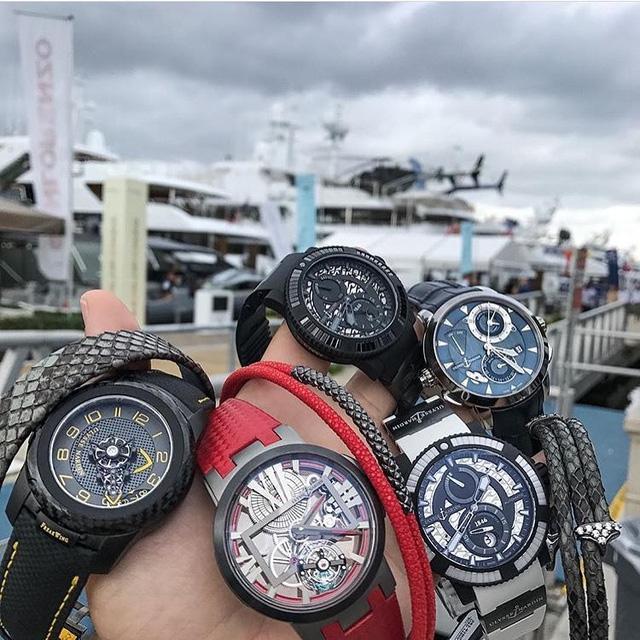 Ulysse Nardin, thương hiệu đồng hồ Thuỵ Sỹ lâu năm với triết lý sáng tạo ra những chiếc đồng hồ mang đậm tinh thần biển cả. Bên trên là một bộ sưu tập đồng hồ Ulysse Nardin của một tay chơi. Với tinh thần biển cả, vị thiếu gia sành sỏi này đã lựa chọn bạn đồng hành cho những đứa con cưng của mình là những chiếc siêu du thuyền với giá trị lên tới hàng triệu đô la.
