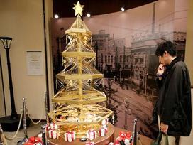 Ngợp mắt với cây thông Noel bằng vàng ròng trị giá 1,8 triệu USD