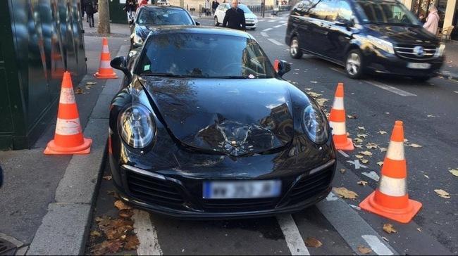 Cảnh sát Pháp cho nổ xe Porsche 3,6 tỷ Đồng vì đậu sai vị trí