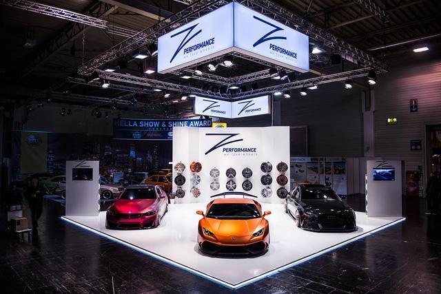 Lamborghini Huracan LP610-4 nguyên bản sử dụng động cơ V10, dung tích 5,2 lít, sản sinh công suất tối đa 610 mã lực với thời gian tăng tốc từ 0-100 km/h trong vòng 3,2 giây.