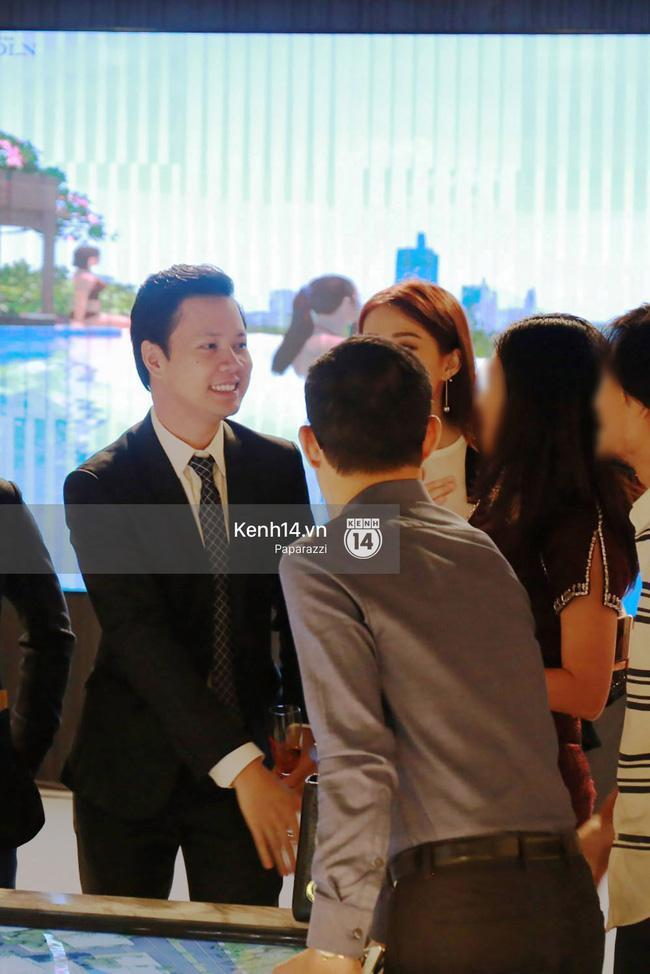 Hoa hậu Thu Thảo hạnh phúc đi ăn tối cùng bạn trai sau khi dự sự kiện - Ảnh 2.
