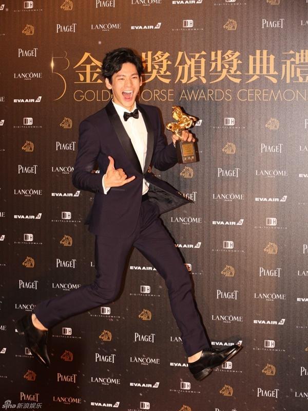 Nam diễn viên phụ xuất sắc nhất: Lâm Bá Hoành.