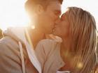 Khoa học chứng minh: Chị em hôn nhiều sẽ giảm béo, đẹp da!