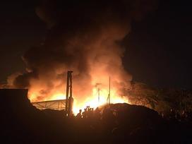 Clip: Cháy lớn tại phường Trung Văn, người dân hoảng loạn bỏ chạy