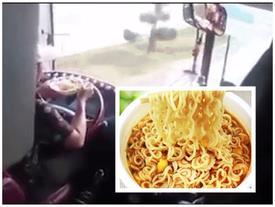 Xôn xao clip tài xế vừa ăn mì tôm vừa lái xe khách khiến nhiều người hoảng sợ