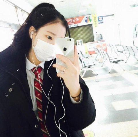 """Nhan sắc """"một trời một vực"""" giữa ảnh selfie và ảnh thực tế của nữ thần tượng Hàn - Ảnh 1."""