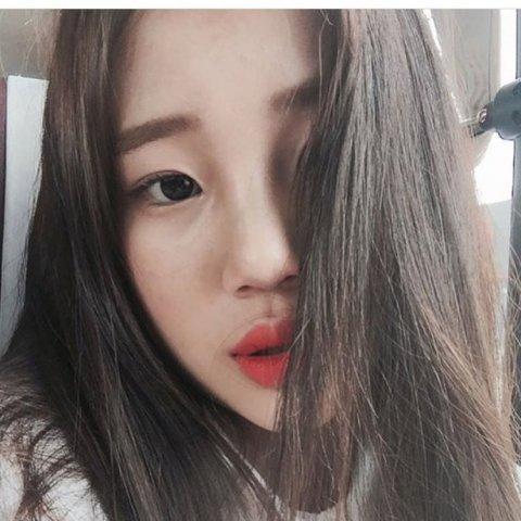 """Nhan sắc """"một trời một vực"""" giữa ảnh selfie và ảnh thực tế của nữ thần tượng Hàn - Ảnh 2."""