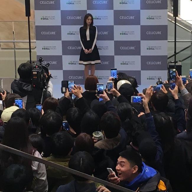 Kim Tae Hee gây náo loạn trung tâm mua sắm vì... quá đẹp - Ảnh 15.