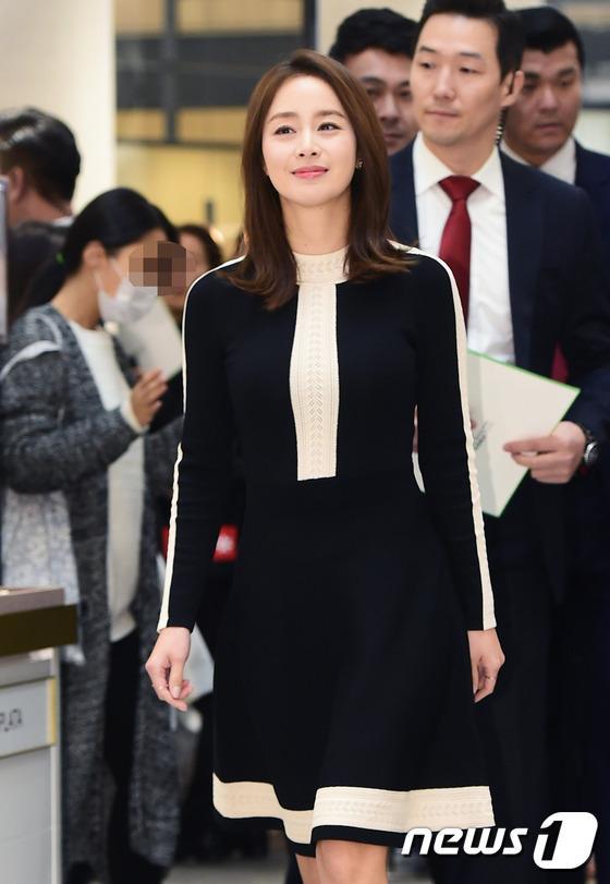 Kim Tae Hee gây náo loạn trung tâm mua sắm vì... quá đẹp - Ảnh 6.
