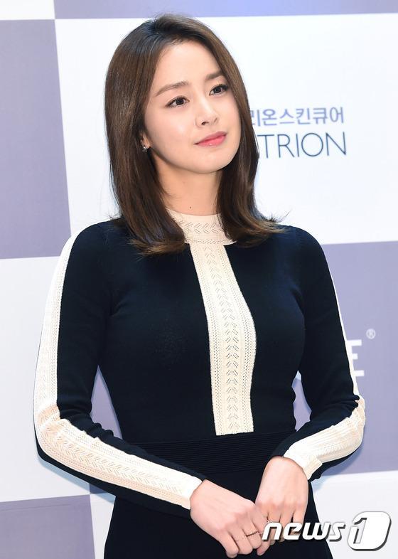 Kim Tae Hee gây náo loạn trung tâm mua sắm vì... quá đẹp - Ảnh 12.
