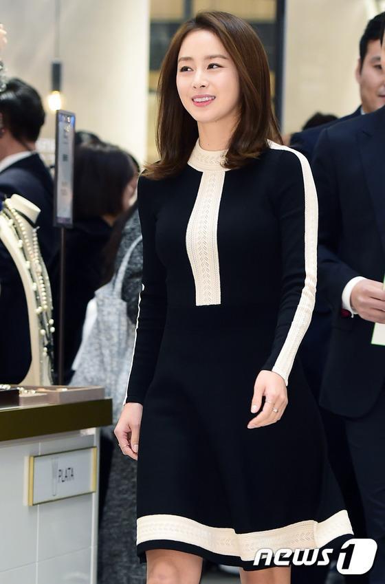 Kim Tae Hee gây náo loạn trung tâm mua sắm vì... quá đẹp - Ảnh 7.