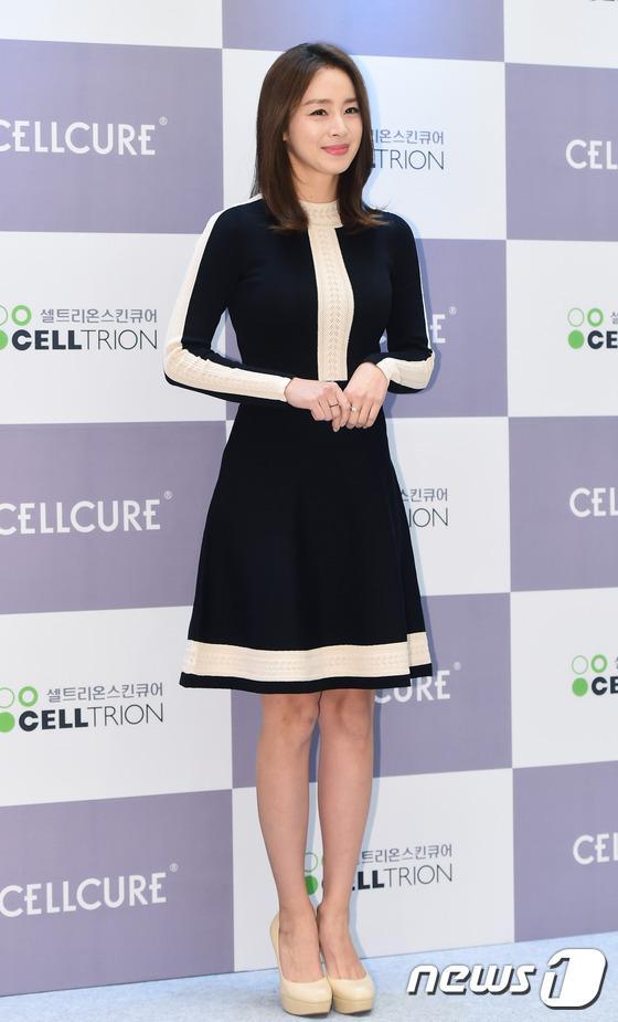 Kim Tae Hee gây náo loạn trung tâm mua sắm vì... quá đẹp - Ảnh 9.