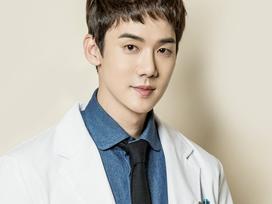 Ngoài Lee Min Ho và Gong Yoo, fan phim Hàn còn đang 'phát cuồng' mỹ nam này
