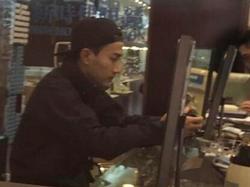 Lưu Khải Uy kéo sụp mũ không dám chụp hình cùng fan hâm mộ, tiều tụy sau scandal ngoại tình