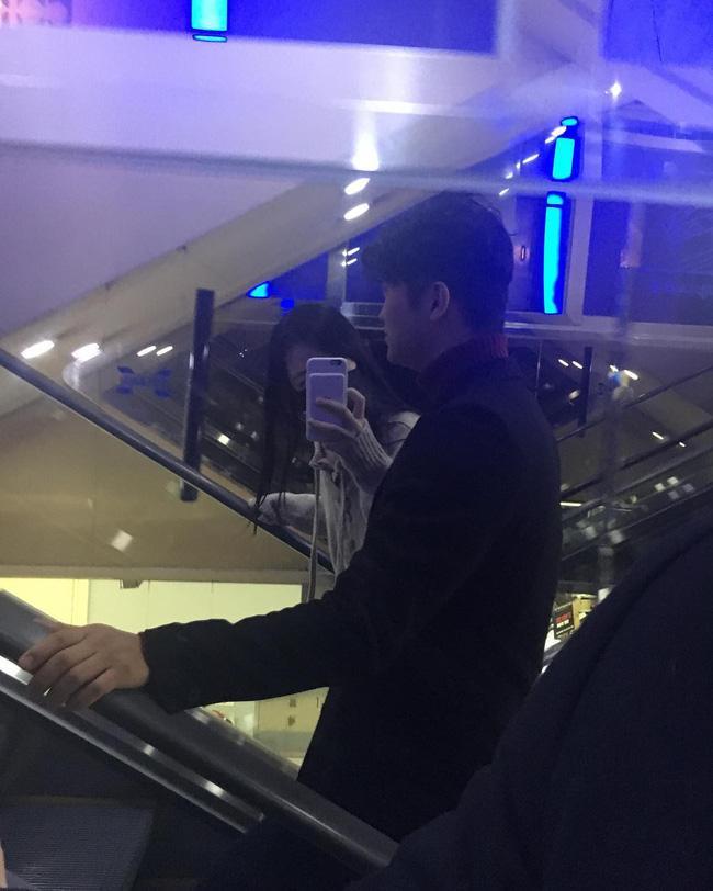 Hẹn hò với bạn trai hơn 14 tuổi Choiza, Sulli bị ném đá thậm tệ vì ăn mặc thiếu vải - Ảnh 2.