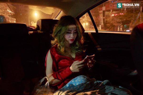 Thay đồ trên ô tô và cuộc sống sau 12h đêm của hot girl nóng bỏng Linh Miu-1