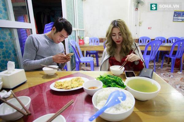 Thay đồ trên ô tô và cuộc sống sau 12h đêm của hot girl nóng bỏng Linh Miu-4