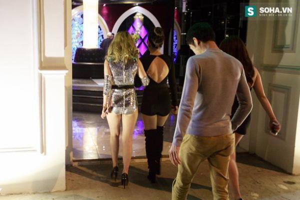 Thay đồ trên ô tô và cuộc sống sau 12h đêm của hot girl nóng bỏng Linh Miu-7