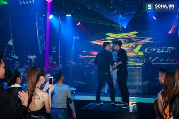 Thay đồ trên ô tô và cuộc sống sau 12h đêm của hot girl nóng bỏng Linh Miu-15