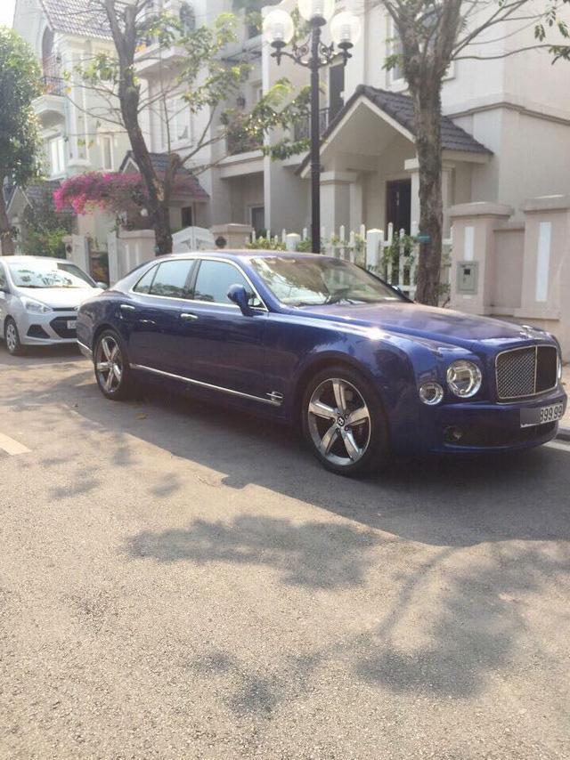 Bentley Mulsanne màu xanh dương...