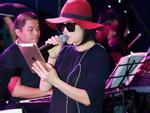 Thu Phương 'đen từ đầu đến chân' đi tập Duyên dáng Việt Nam