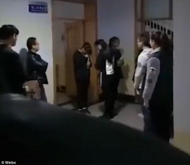 Sốc: Sinh viên bị bắt xếp hàng tát nhau, nếu chưa đạt thầy sẽ đích thân thị phạm vì...   - Ảnh 4.