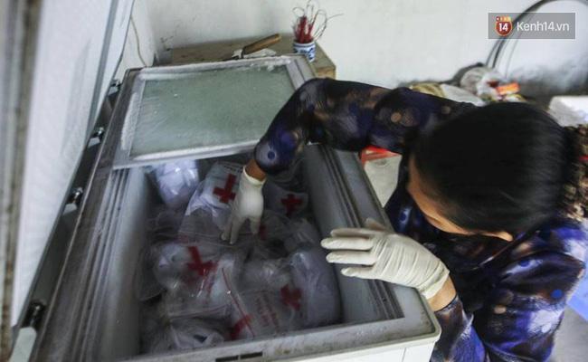 Người đàn bà hơn 10 năm gõ cửa từng phòng khám ở Hà Nội để xin các hài nhi xấu số về chôn cất - Ảnh 3.