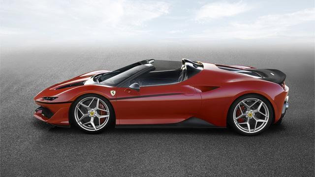 Ferrari J50 ra mắt tại Nhật Bản với ngoại thất đỏ...