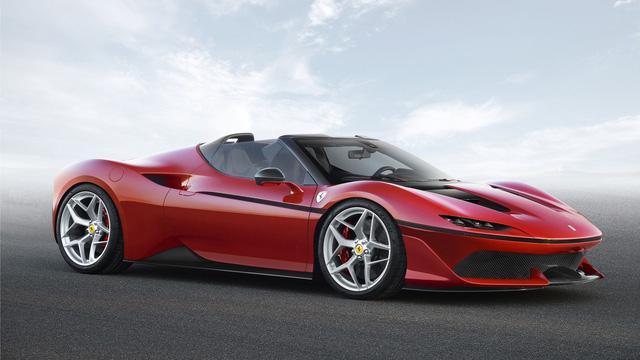 So sánh đầu xe của Ferrari J50...