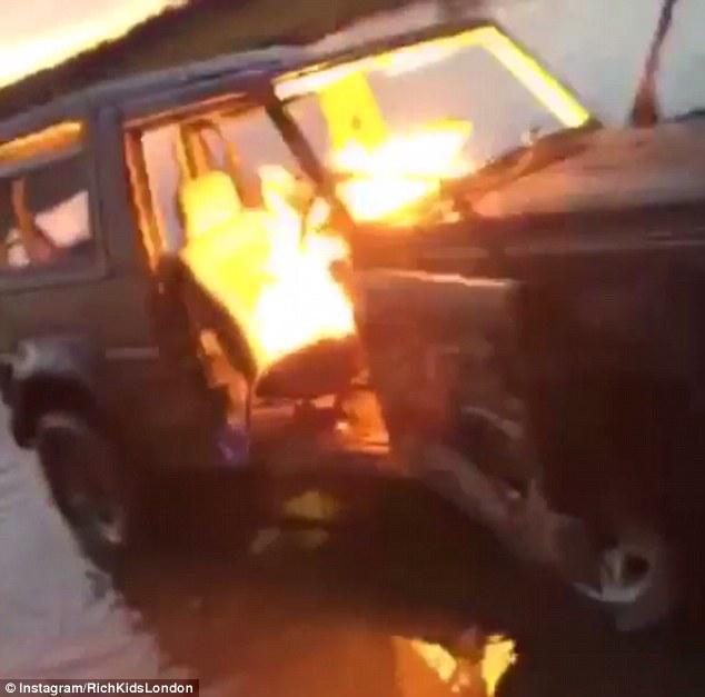 Thiếu gia con nhà giàu chơi ngông mang cả xe sang Mercedes ra châm lửa đốt cho đỡ buồn - Ảnh 2.