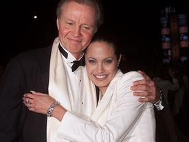 Bố đẻ Angelina lên tiếng khi con gái bị 'giam giữ' bởi cuộc chiến ly hôn với Brad