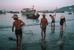 Ngư dân kéo lưới trên bờ biển Vũng Tàu năm 1989. Ảnh: David Alan Harvey.