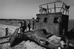 Những đứa trẻ vui chơi trên xác một con tàu chiến mắc tại bờ biển Đà Nẵng. Ảnh: Philip Jones Griffiths.