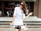 'Hoa hậu hàng hiệu' Phạm Hương thảnh thơi đạp xe dạo phố Sài Gòn