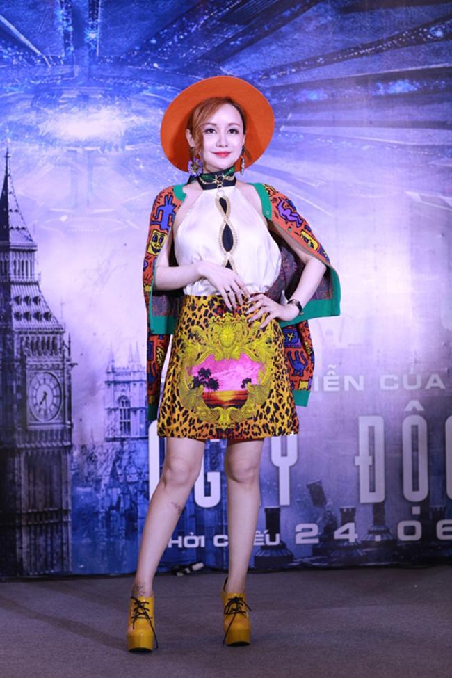 Hòa Minzy, Sơn Tùng M-TP... những cái tên đỉnh nhất trong list sao mặc xấu năm 2016! - Ảnh 12.