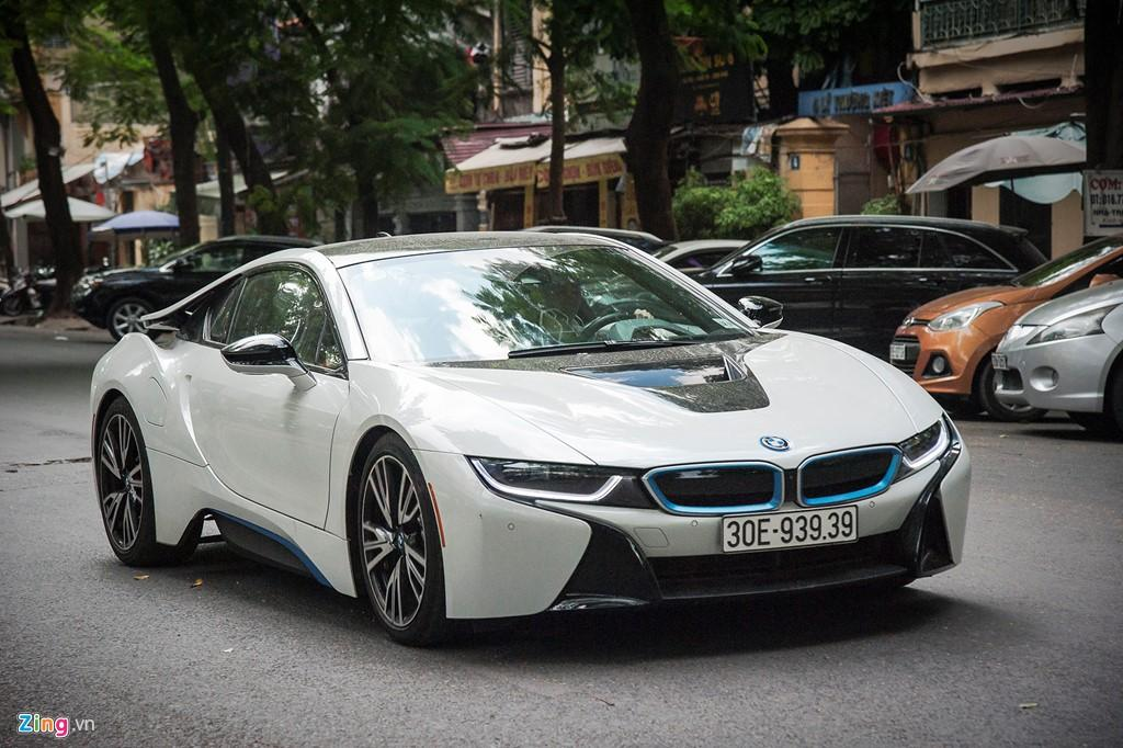 Anh dep xe the thao 7 ty BMW i8 tren duong pho Viet Nam hinh anh 4