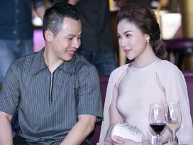 Ông bầu Khắc Tiệp dòm trộm vòng 1 gợi cảm của chân dài Quỳnh Thư
