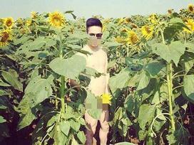 Thanh niên nude 100% cánh đồng hoa hướng dương gây xôn xao
