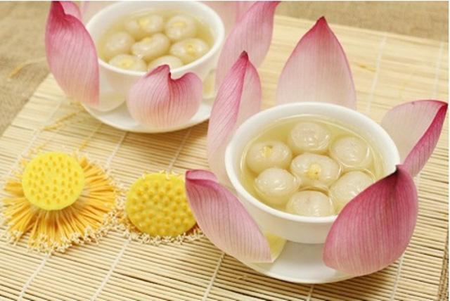 Chè hạt sen long nhãn rất thơm ngon, bổ dưỡng.