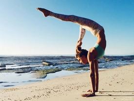 Tròn xoe mắt trước những chia sẻ về mẹo giữ dáng của cô người mẫu đình đám mê mẩn yoga