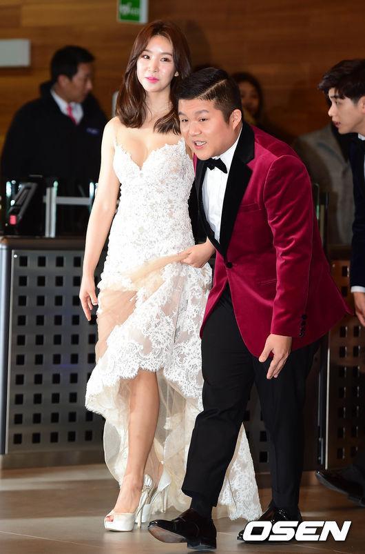 Thảm đỏ MBC Entertainment Awards: Lee Sung Kyung xinh như công chúa, dàn diễn viên khoe ngực sexy - Ảnh 5.