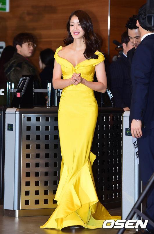 Thảm đỏ MBC Entertainment Awards: Lee Sung Kyung xinh như công chúa, dàn diễn viên khoe ngực sexy - Ảnh 9.
