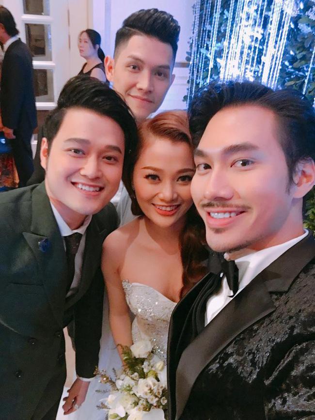 Quang Vinh vui mừng trong ngày cưới của cô em gái đẹp như hoa - Ảnh 2.
