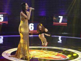 Hari Won 'cười ngất' khi cô gái này cất giọng hát Anh cứ đi đi.