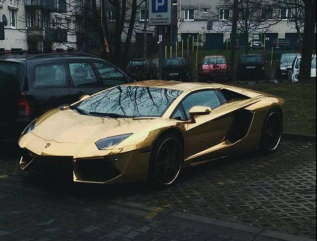 Siêu xe Lamborghini Aventador mạ vàng bị tông nát đầu tại ngã tư - Ảnh 4.