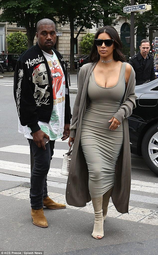 Kim Kardashian bị kẹt vòng 3 vào toilet xịn của Kanye West mới mua? - Ảnh 1.