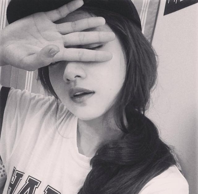 Bức ảnh đầu tiên trên Instagram của các hot girl Việt nổi tiếng trông như thế nào? - Ảnh 10.
