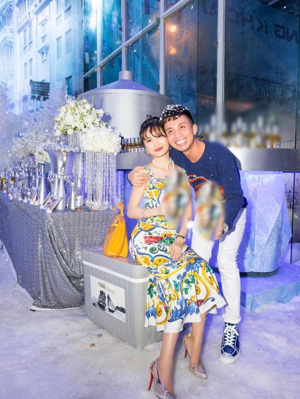'Thiếu gia' Minh Nhựa không tiếc tiền mang tuyết Bắc Cực về tổ chức sinh nhật cho vợ - Ảnh 5